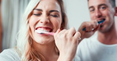 بفضل التكنولوجيا.. قريبا يمكنك غسل أسنانك بالزجاج بدلا من المعجون