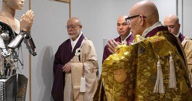 معبد يابانى يستعين بروبوت لجذب الشباب وتعليمهم البوذية.. صور