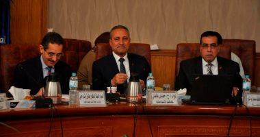 محافظ الإسماعيلية يُشكل لجنة من أساتذة جامعة قناة السويس للتعاون فى ملف تقنين وضع اليد