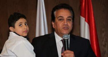 وزير التعليم العالى ينعى الطفل زياد خالد بعد وفاته بمستشفى المنصورة الجامعى