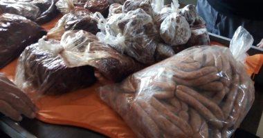 تحرير 12 محضر مخالفة وإعدام كميات من الأغذية الفاسدة فى حملة صحية بالقناطر