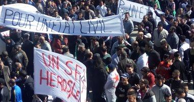 الشرطة الجزائرية: اعتقال 75 محتجا وإصابة 11 شرطيا فى الاحتجاجات ضد بوتفليقة