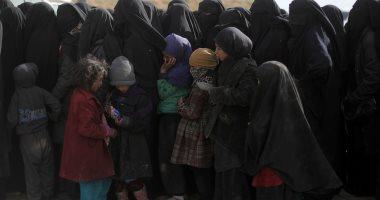صور.. استسلام المئات من أعضاء تنظيم داعش فى قرية الباغوز شرق سوريا