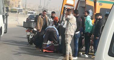 صور.. توقف حركة المرور بسبب حادث تصادم بطريق الفيوم الصحراوى وإصابة سيدة