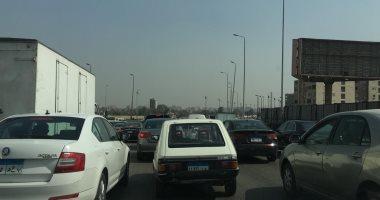 إصابة شخص صدمته سيارة أثناء عبوره لطريق الواحات الصحراوى