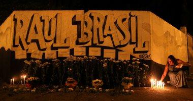 وقفة بالشموع على ضحايا إطلاق نار داخل مدرسة ابتدائية فى البرازيل