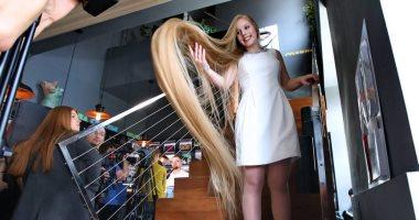 ربانزل أوكرانيا.. فتاة تسعى لدخول موسوعة جينيس بلقب أطول شعر فى العالم ..صور