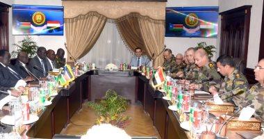 وزير الدفاع يلتقى مستشار جنوب السودان للشئون الأمنية لبحث مجالات التعاون المشترك