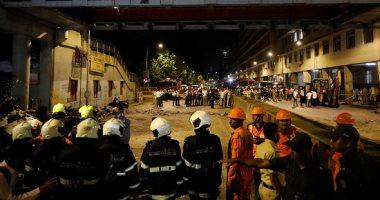 صور.. 5 قتلى و36 مصابا فى انهيار جسر للمشاة بمومباى