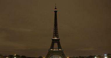 برج إيفل يطفئ أنواره حدادا على ضحايا هجوم نيوزيلندا الإرهابى