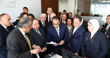رئيس الوزراء يتفقد مركز الخدمات اللوجستية بميناء القاهرة الجوى