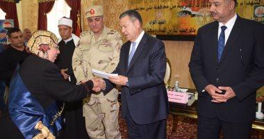 محافظ بنى سويف يكرم 155 من أسر شهداء القوات المسلحة والشرطة