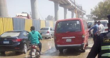 توقف حركة المرور بسبب كسر بماسورة مياه فى مصر الجديدة
