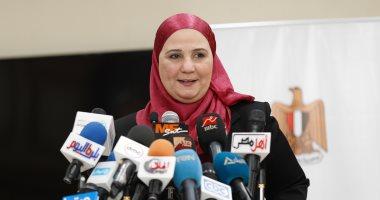 صور.. الأم المثالية على الجمهورية.. توفى زوجها منذ 33 عاما وتحدت الظروف لتربية 3أبناء