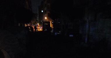 شارع أحمد رافع بشبرا مصر فى ظلام والأعمدة كأنها غير موجودة