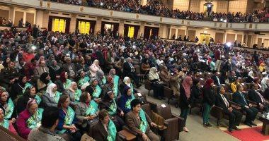 فى عيد الأم.. رئيس جامعة القاهرة يروى تفاصيل وفاة والدته.. ويؤكد: أوصتنى بالعلم