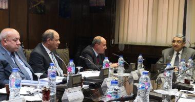 """وزير الكهرباء يجتمع برؤساء 5 شركات توزيع بحضور """"القطاعات التجارية'"""