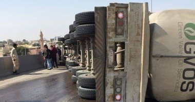 زحام مرورى بسبب انقلاب سيارة نقل بطريق إسكندرية الصحراوى وغلق منزل المحور
