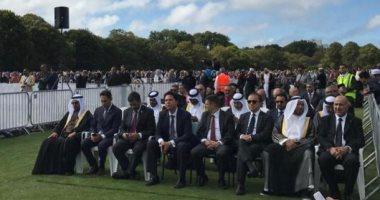 صور .. سفير مصر فى نيوزيلندا يشارك فى مراسم دفن الشهداء المصريين