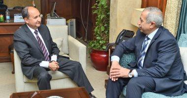 وزير التجارة يبحث مع رئيس أكاديمية النقل البحرى تعزيز التعاون المشترك  style=
