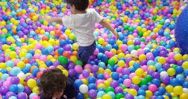دراسة تحذر: أماكن لعب الأطفال بالكرة فى الملاهى والمطاعم مليئة بالجراثيم وتنقل العدوى