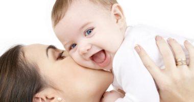 ما تخليهوش يبطل ضحك.. اعرف تأثيره على طفلك