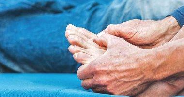 اعراض مرض النقرس المزمن أهمها الالتهابات المتكررة فى الأصابع والمفاصل