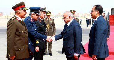 صور.. رئيس وزراء العراق يصل القاهرة للقاء الرئيس السيسى