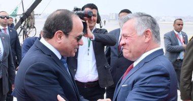 صور.. ملك الأردن يغادر  القاهرة والرئيس السيسى فى وداعه بالمطار