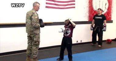 بعد غياب 10 أشهر.. رقيب فى الجيش الأمريكى يفاجئ ابنه.. فيديو وصور