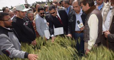 وزير الزراعة ومحافظ بنى سويف يتفقدان محطة البحوث الزراعية بسدس