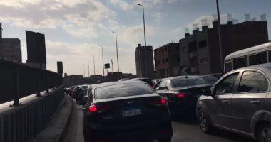 زحام مرورى أعلى الطريق الدائرى ببهتيم بسبب انقلاب سيارة نقل محملة بصابون سائل