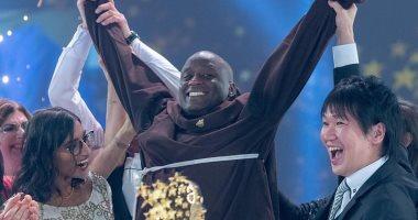 المعلم الكينى بعد فوزه بجائزة الأفضل فى العالم