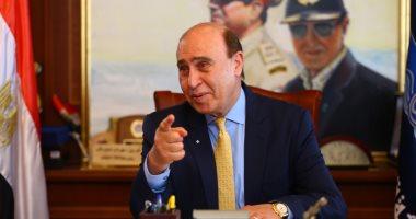 مميش ومحافظ القاهرة يصلان جامع الثورة لأداء صلاة الجنازة على والد وزيرة الاستثمار