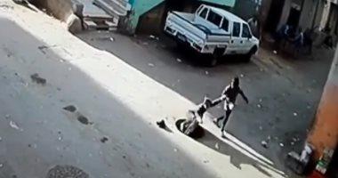 """فيديو وصور .. طفلة تسقط فى """"بالوعة"""" مفتوحة بمنطقة سكنية بالعمرانية"""