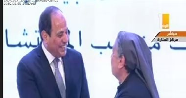 الرئيس السيسى يكرم الراهبة سهام جودت والدكتور فوزية عبد الستار