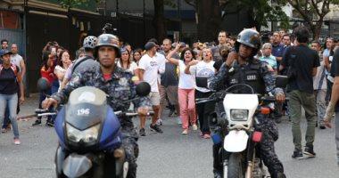 صور ..مواجهات بين شرطة فنزويلا ومؤيدين لزعيم المعارضة جوايدو