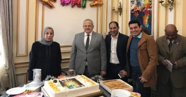 عمداء جامعة القاهرة يحتفلون بعيد ميلاد عثمان الخشت ــ صور