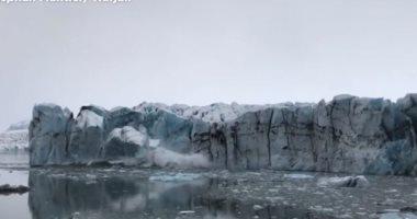 شاهد.. لحظة  انهيار كتل جليدية عملاقة فى آيسلندا
