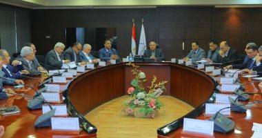 وزير النقل يطالب رؤساء أكثر من 16 شركة مصرية كبرى بالاستثمار بالسكة الحديد