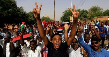 فيديو.. رويترز: المجلس العسكرى فى السودان يعلن تشكيل حكومة مدنية وإلغاء حظر التجوال