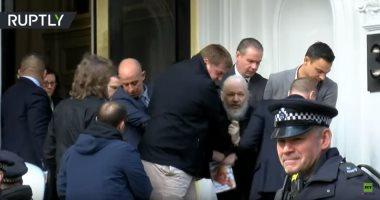 شاهد.. لحظة اعتقال مؤسس موقع ويكيليكس من داخل سفارة الإكوادور فى لندن