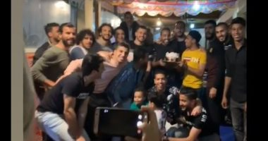 شاهد كهربا يحتفل بعيد ميلاده الـ 25 مع نجوم الزمالك.. فيديو