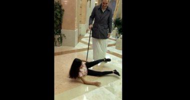 """""""أعز من الولد ولد الولد"""".. الوليد بن طلال يداعب حفيدته بطريقة غريبة.. فيديو"""