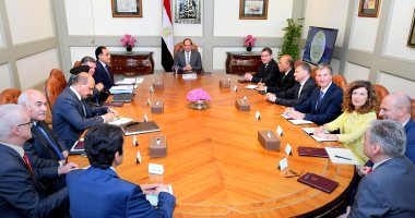 الرئيس السيسي يؤكد عزم الدولة على تطوير وتحديث مصانع قطاع الغزل والنسيج