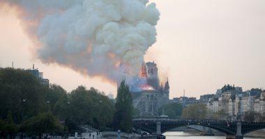 انهيار برج كاتدرائية نوتردام جراء فى باريس بعد حريق مروع