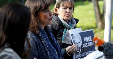صور.. وقفة لدعم جوليان أسأنج أمام السجن المحتجز به فى الإكوادور