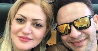 بيتفائل بيها.. ما سر أحدث صورة للمطرب مصطفى قمر مع زوجته؟