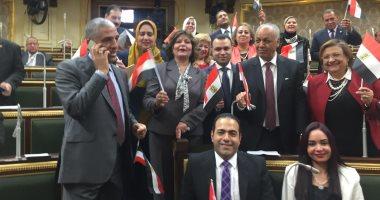 توزيع أعلام مصر بقاعة الجلسة العامة قبل التصويت النهائى على تعديلات الدستور