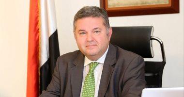 وزير قطاع الأعمال يفتح نقاشا حول اللائحة الجديدة مع العاملين بالشركات